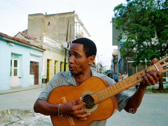 cuba - 2005_man guitar