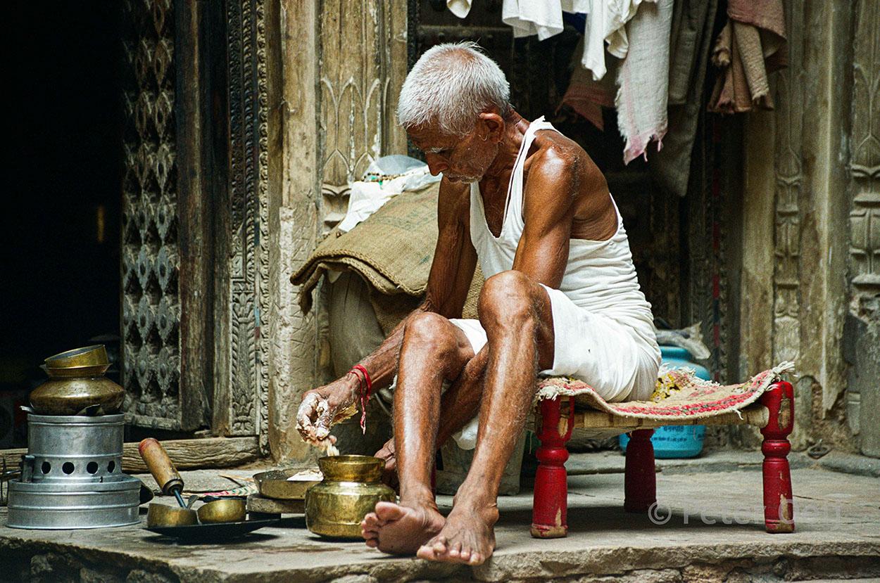 india - 2001_man preparing food