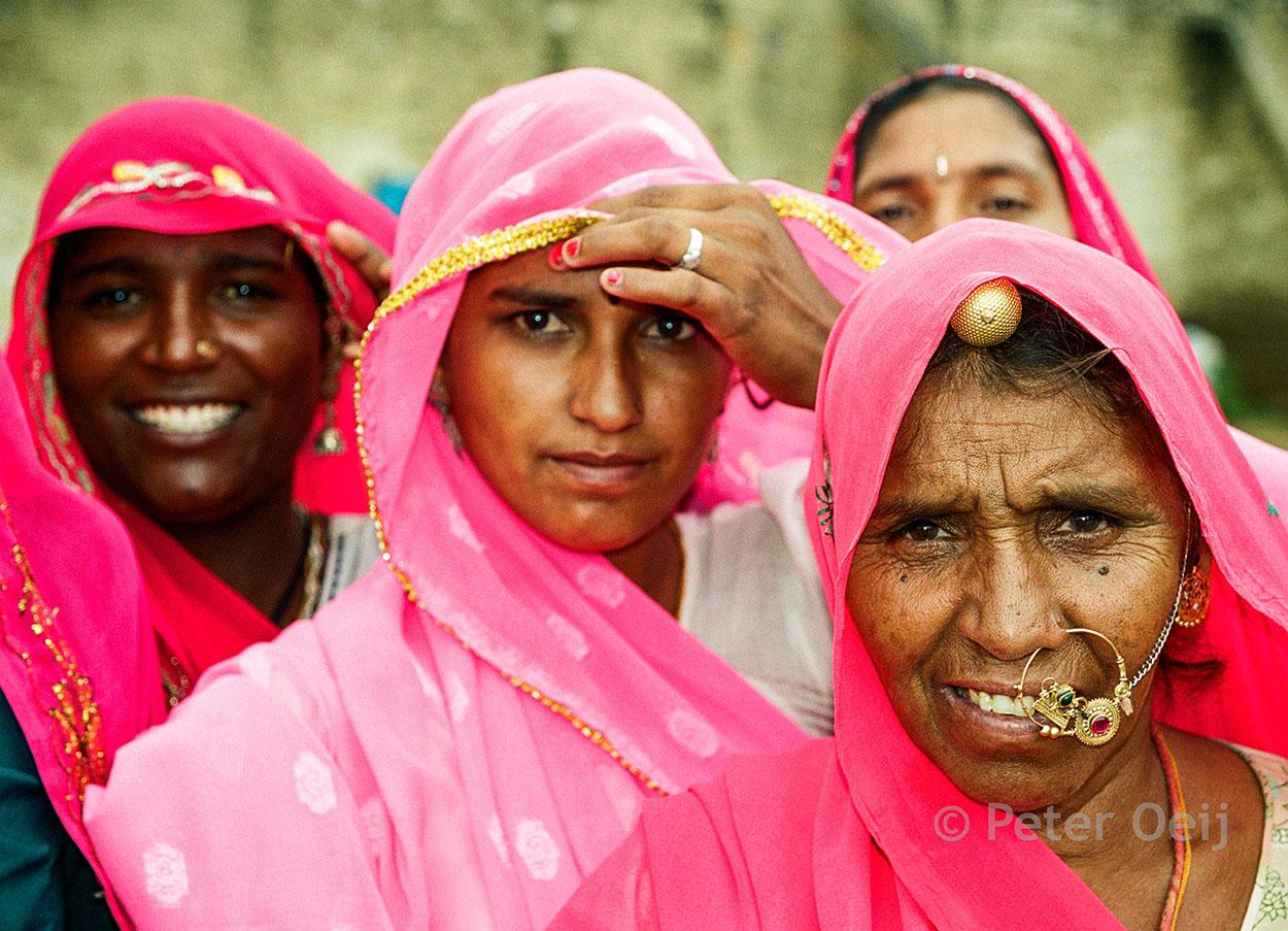 india - 2001_women in sari