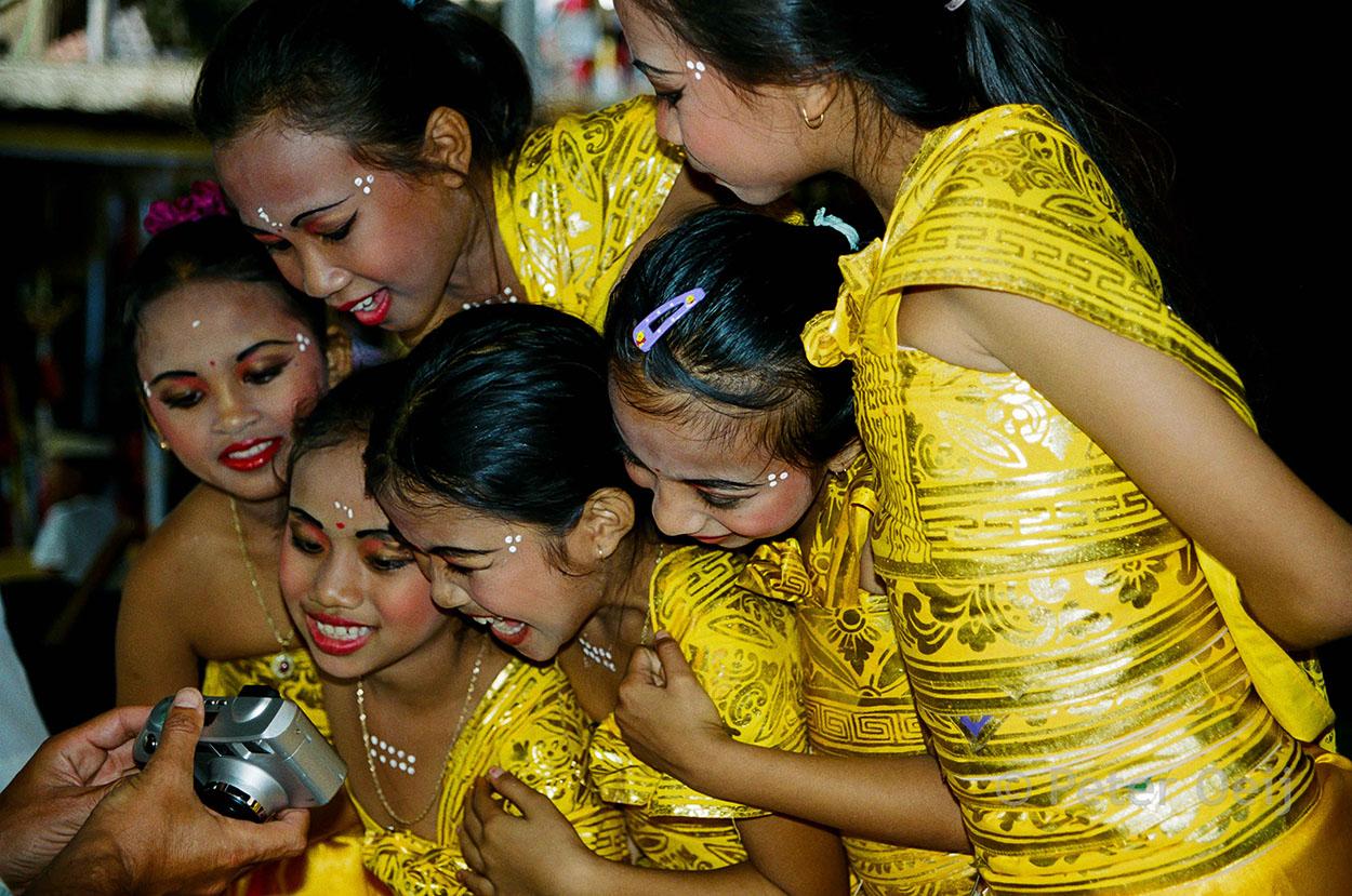 indonesia - 2003_balinese girls