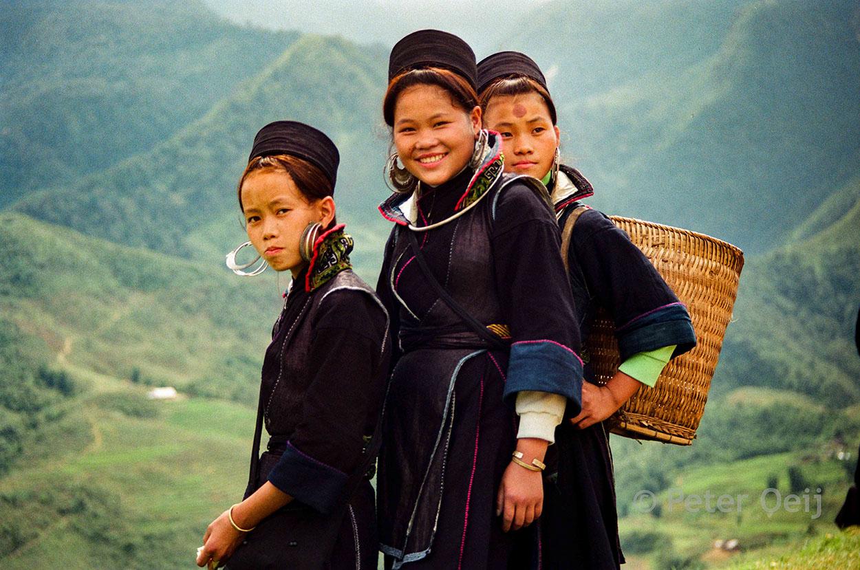 vietnam - 1998-hmong girls
